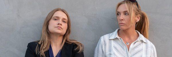 """Na obrazku widać dwie panie detektyw z serialu """"Niewiarygodne"""" Meritt Wever oraz Toni Collette"""
